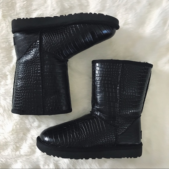 f2b678b0020 Ugg Black Croc Classic Short Boots